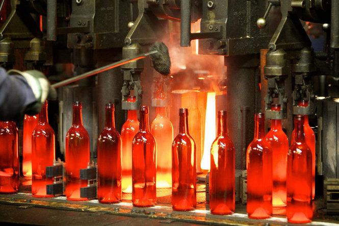 Making wine bottles in Oregon